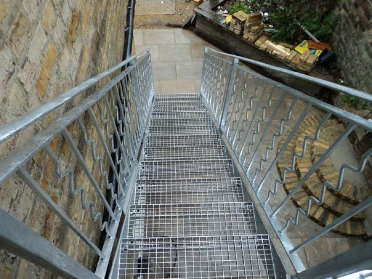 outdoor-staircase-steel-london